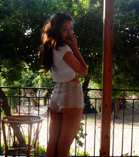 femme celibataire veut faire lamour 588x660 - Faire l'amour avec moi